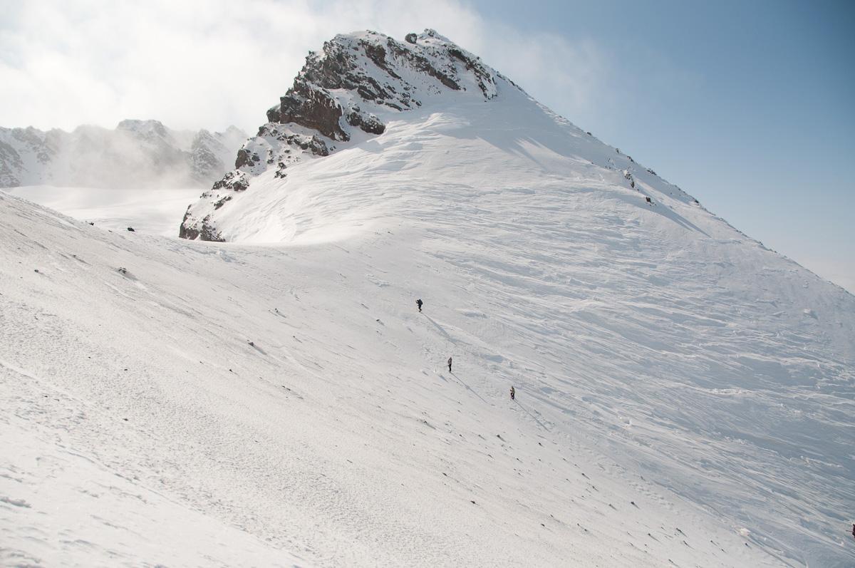 Подъем к кромке кратера Мутновского с северо-запада
