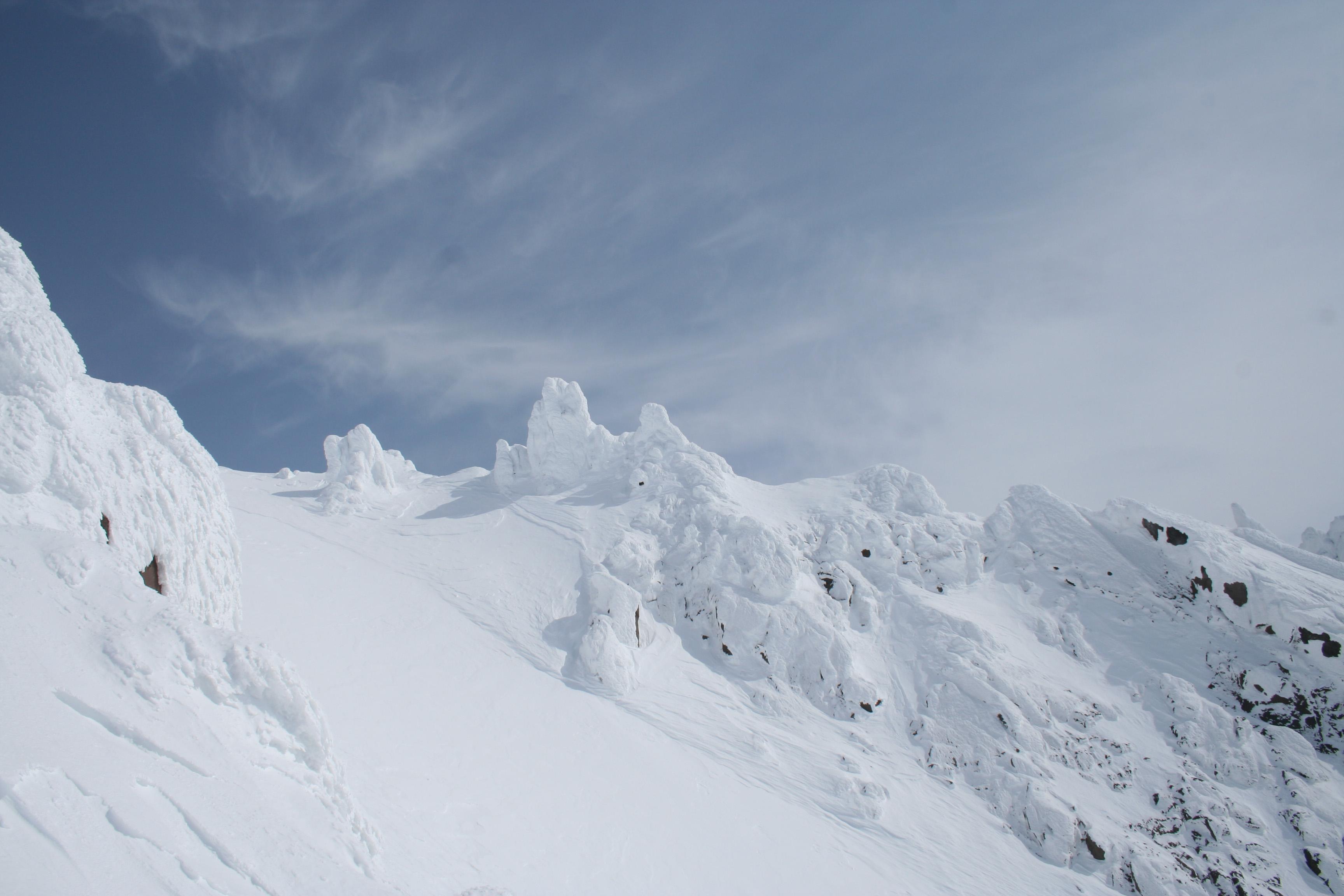 Вид из ворот в сторону вершины
