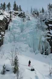 Самый крупный ледопад на левом берегу каньона
